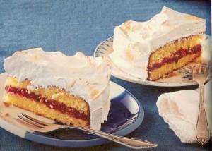 Baiserkuchen mit Cranberrypüree