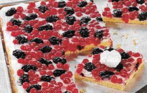 Quarkkuchen mit Brombeeren und Jannisbeeren