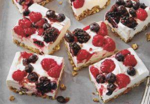 Quark Kuchen mit gemischten Beeren