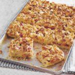 Rhabarber-Aprikosen-Streuselkuchen vom Blech