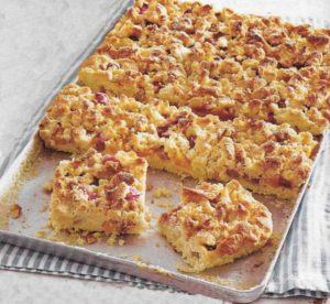 Rhabarber-Aprikosen-Streuselkuchen