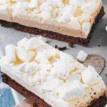 Sahne Likör Kuchen mit Baiserstreusel
