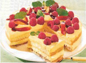 Vanillecreme-Torte mit Himbeeren und Nektarinen