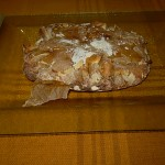 Teile vom Backpapier im Brot eingebacken